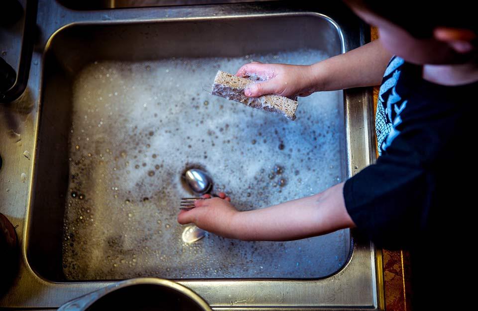 nettoyer son argenterie à la main